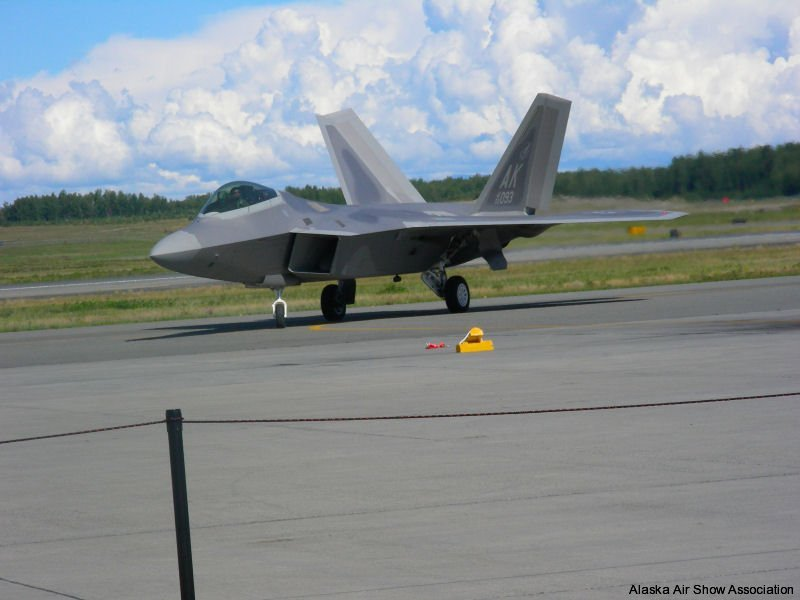 F22 Raptor arriving for ceremony